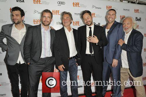 Jonathan Sobol, Jay Baruchel, Kurt Russell, Kenneth Walsh, Jason Jones and Dax Ravina 3