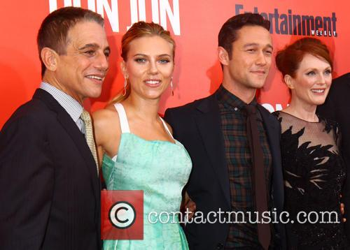 Tony Danza, Scarlett Johansson, Joseph Gordon-levitt and Julianne Moore 3