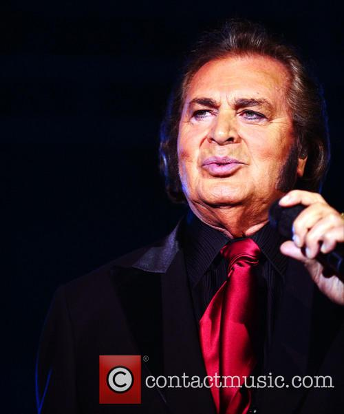 engelbert humperdinck engelbert humperdinck performing live in 3865091