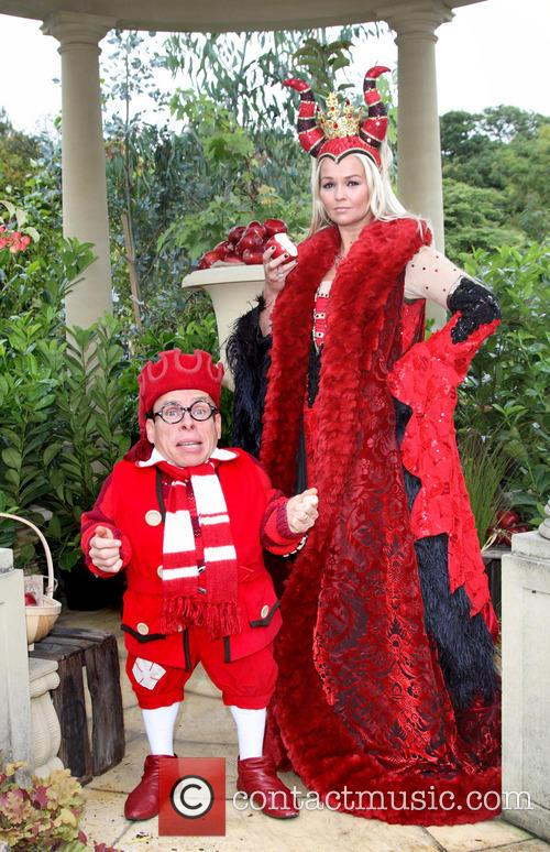 Warwick Davis and Jennifer Ellison 2