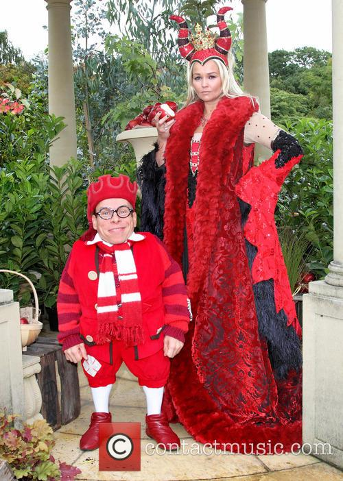 Warwick Davis and Jennifer Ellison 8