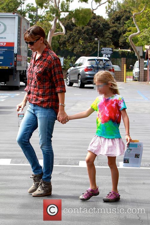 Violet Affleck and Jennifer Garner 3