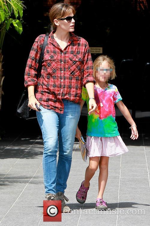 Violet Affleck and Jennifer Garner 4