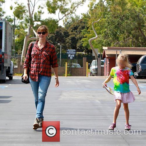 Violet Affleck and Jennifer Garner 5