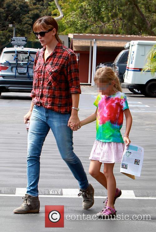 Violet Affleck and Jennifer Garner 6
