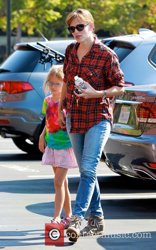 Violet Affleck and Jennifer Garner 7