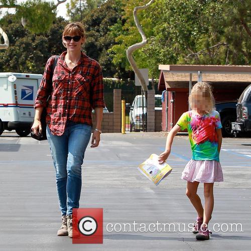 Violet Affleck and Jennifer Garner 8