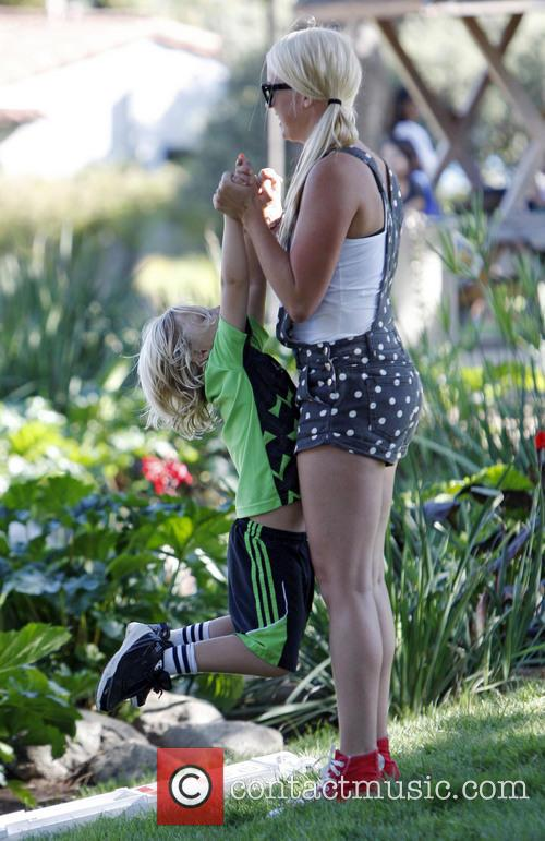 zuma rossdale gwen stefani spends the day 3868441