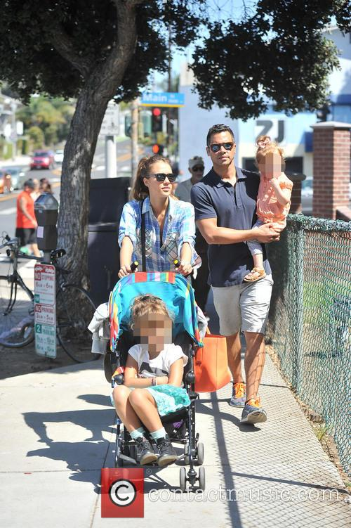 Honor Warren, Jessica Alba, Haven Warren and Cash Warren 4