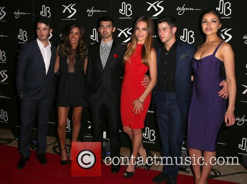 Kevin Jonas, Danielle Jonas, Joe Jonas, Blanda Eggenschwiler, Nick Jonas and Olivia Culpo 4