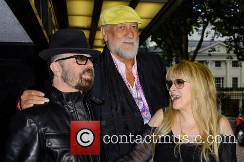 Dave Stewart, Mick Fleetwood and Stevie Nicks 6