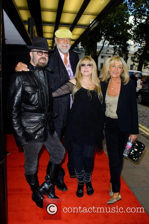 Dave Stewart, Mick Fleetwood and Stevie Nicks 8