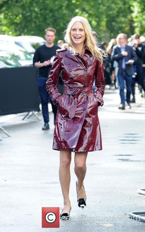 poppy delevingne london fashion week ss14  3870957