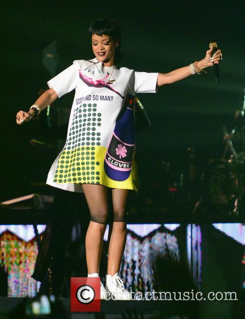 Rihanna 32