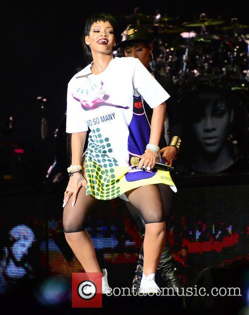Rihanna 33
