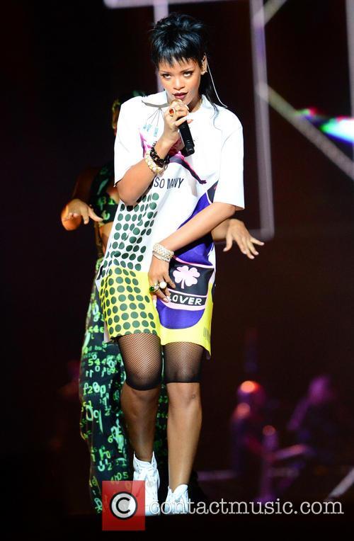 Rihanna 39