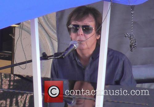paul mccartney paul mccartney performs an outdoor 3879323
