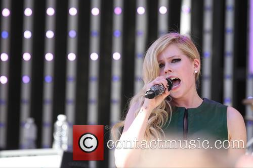 Avril Lavigne On Extra