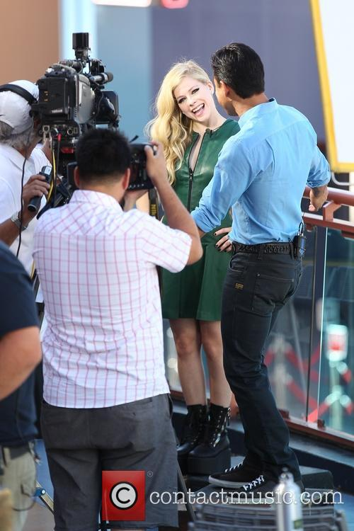 Avril Lavigne and Mario Lopez 4