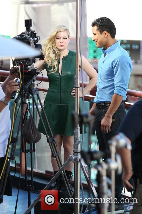 Avril Lavigne and Mario Lopez 5