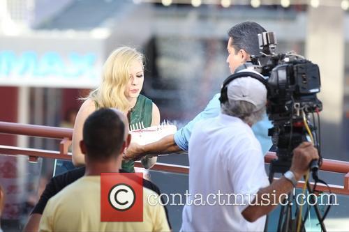 Avril Lavigne and Mario Lopez 5