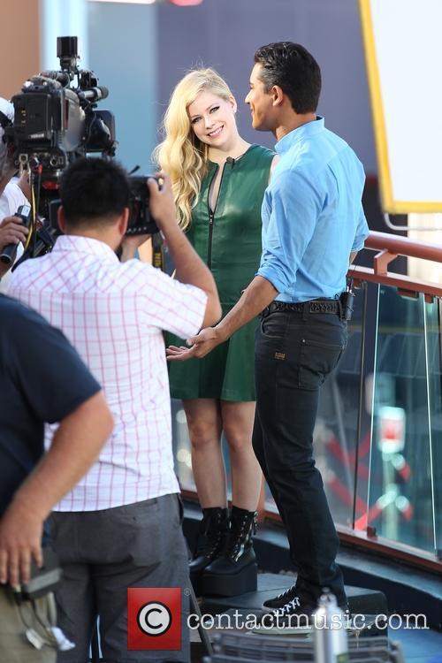 Avril Lavigne and Mario Lopez 6