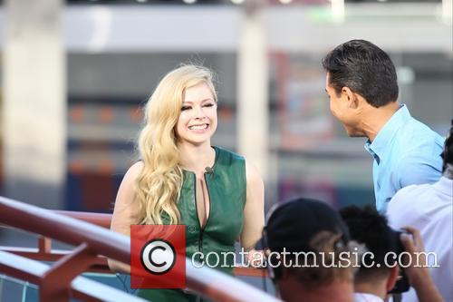 Avril Lavigne and Mario Lopez 7