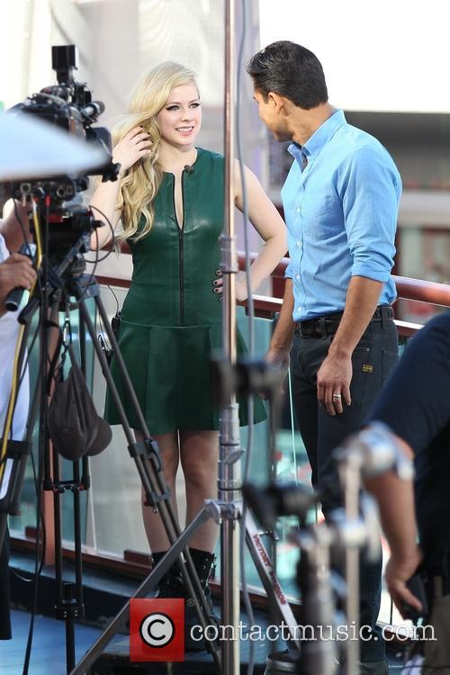 Avril Lavigne and Mario Lopez 8