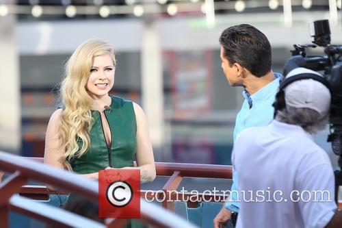 Avril Lavigne and Mario Lopez 10