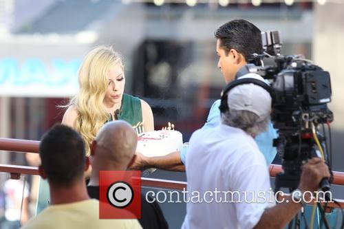 Avril Lavigne and Mario Lopez 11