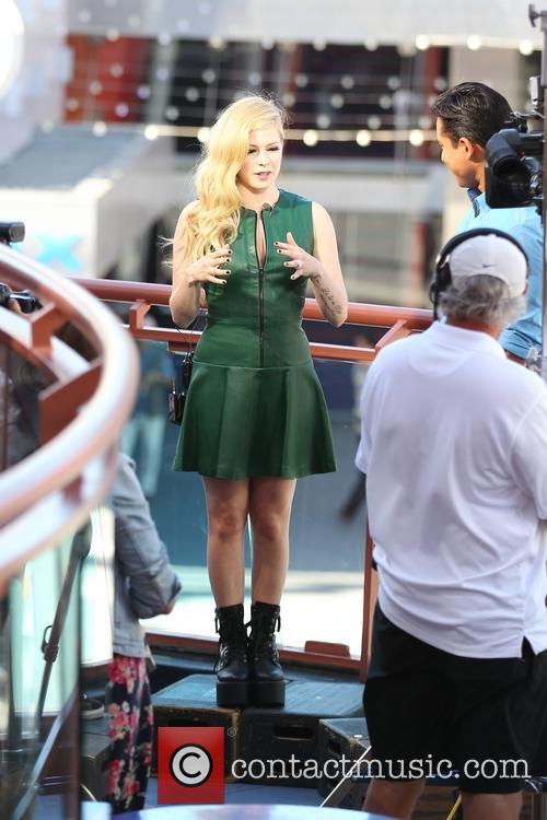 Avril Lavigne, Mario Lopez
