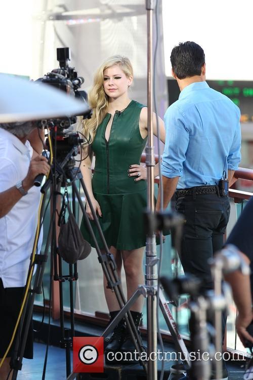 Avril Lavigne and Mario Lopez 13