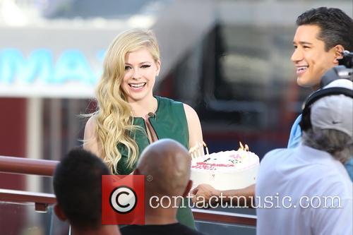 Avril Lavigne and Mario Lopez 14
