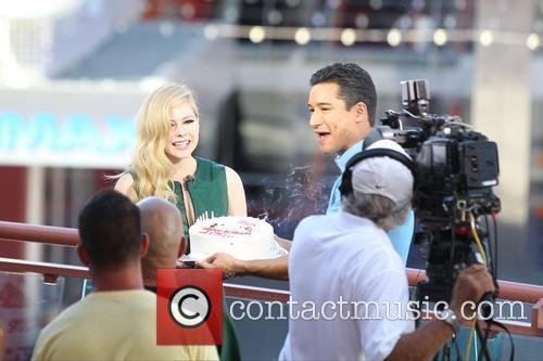 Avril Lavigne and Mario Lopez 15