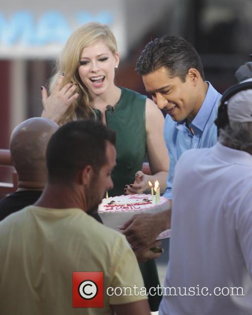 Avril Lavigne and Mario Lopez 16