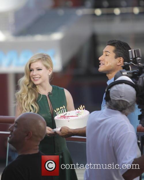 Avril Lavigne and Mario Lopez 17