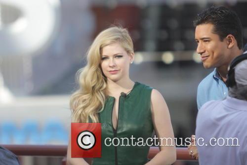 Avril Lavigne and Mario Lopez 18
