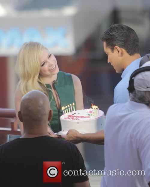 Avril Lavigne and Mario Lopez 19