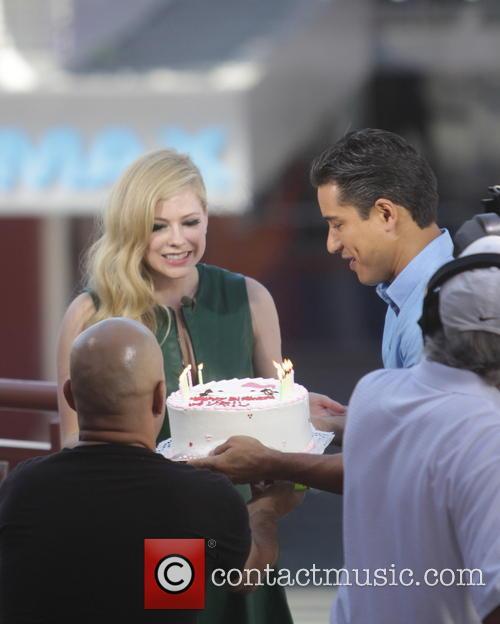 Avril Lavigne and Mario Lopez 20