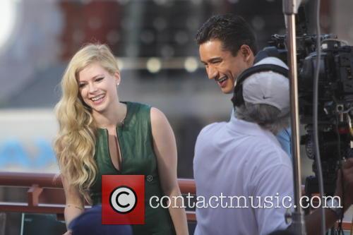 Avril Lavigne and Mario Lopez 22
