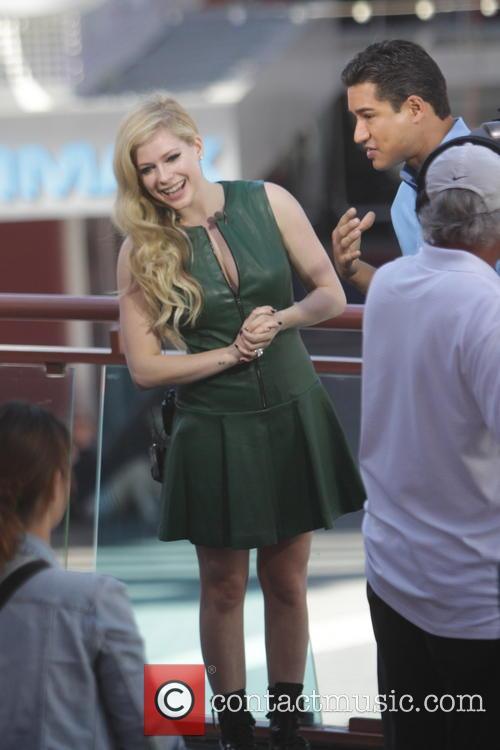 Avril Lavigne and Mario Lopez 23