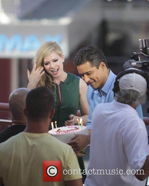 Avril Lavigne and Mario Lopez 24