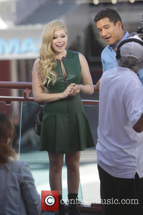 Avril Lavigne and Mario Lopez 25