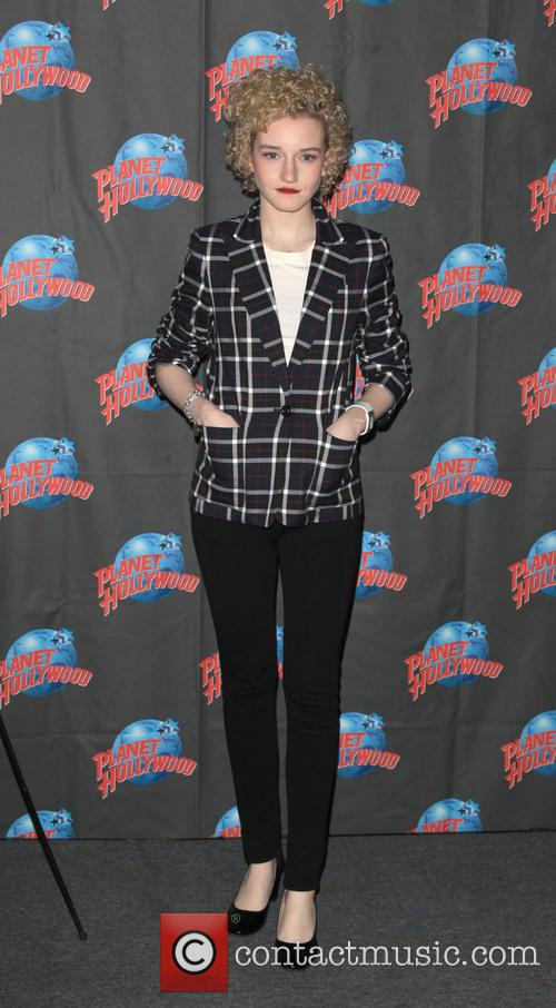 Julia Garner 3