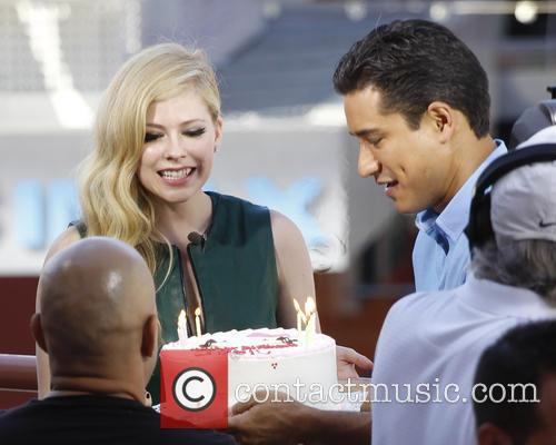 Avril Lavigne and Mario Lopez 2