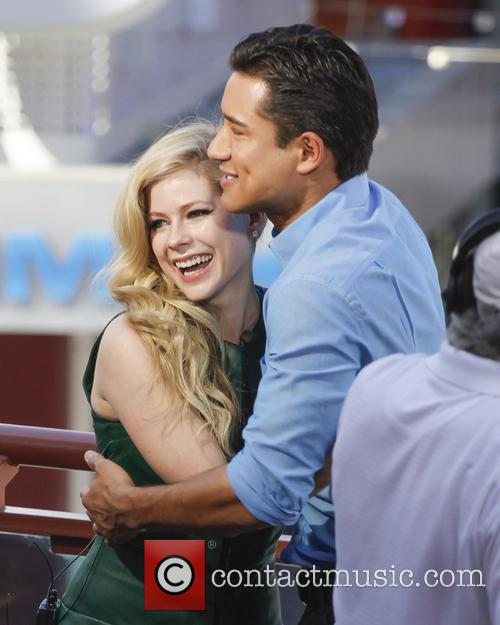 Avril Lavigne and Mario Lopez 1