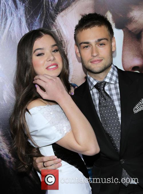 Hailee Steinfeld and Douglas Booth 5