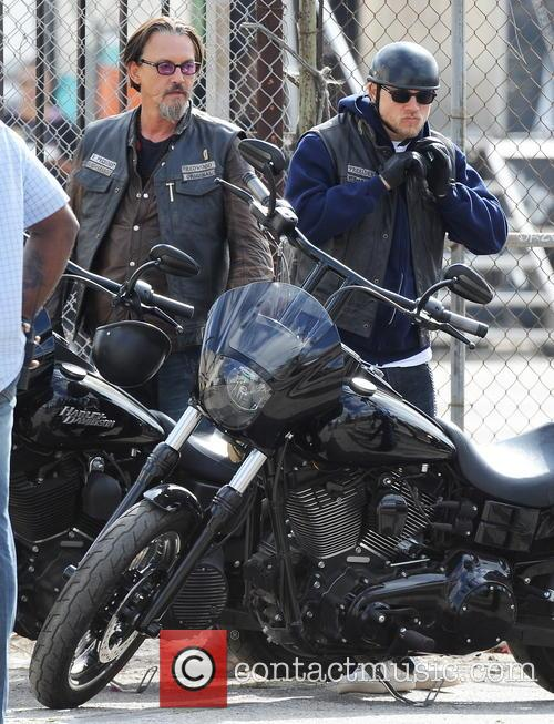 Charlie Hunnam and Tommy Flanagan 9
