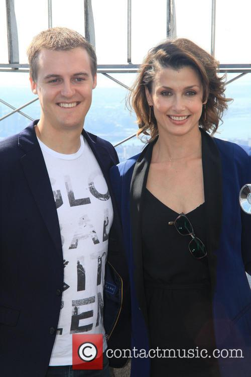 hugh evans bridget moynahan bridget moynahan lights up 3882473