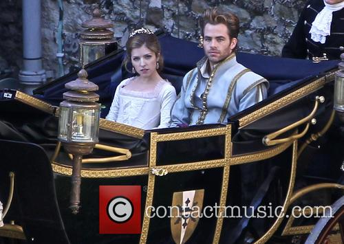 Anna Kendrick and Chris Pine 5